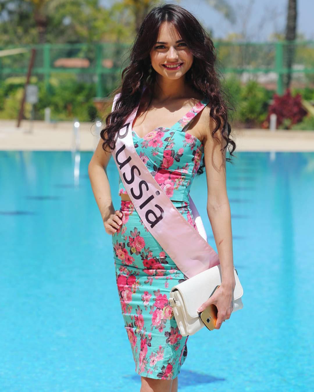 Алена Раева Miss Eco Universe в украшениях Davleta