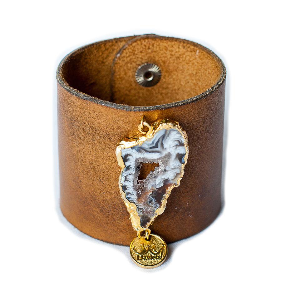 Кожаный браслет с камнем Davleta