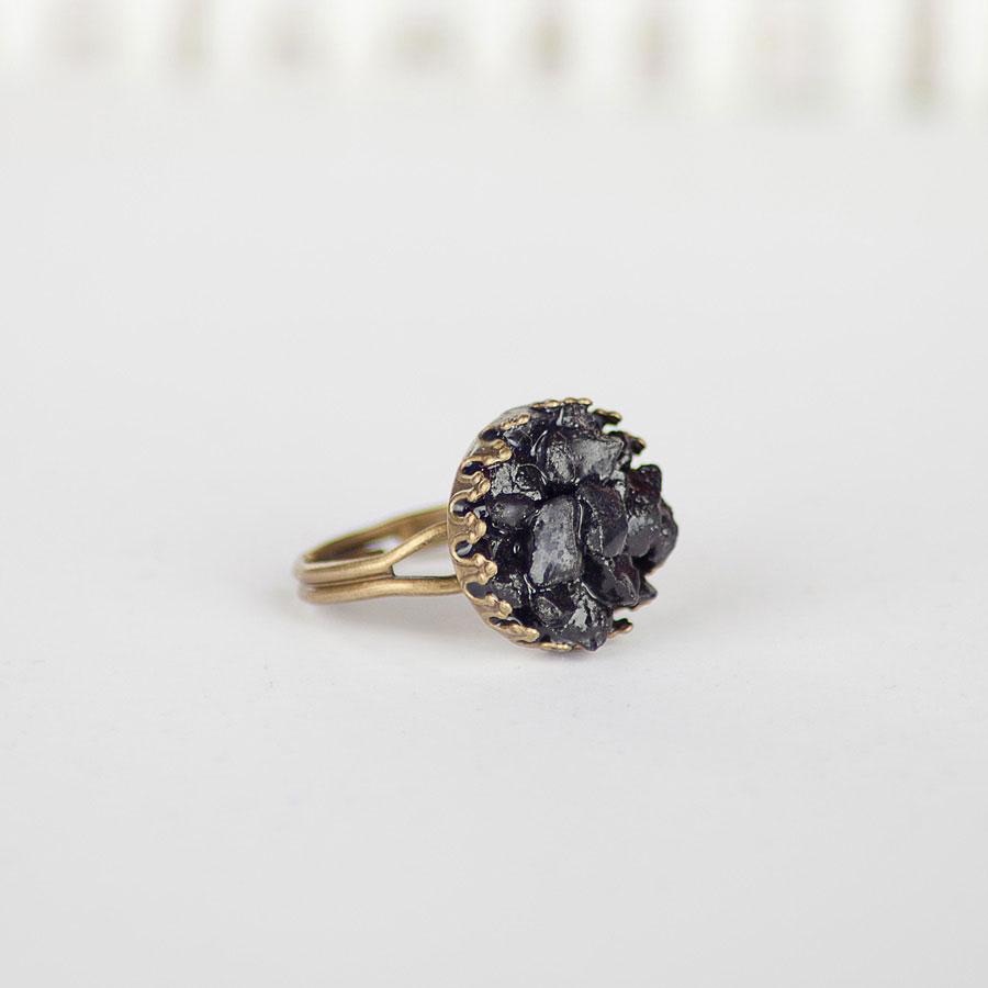 Бронозовое кольцо с черным агатом