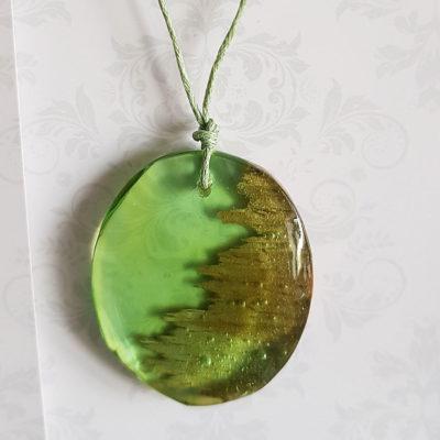 Купить Кулон из зеленой ювелирной смолы с с деревом, круг средний