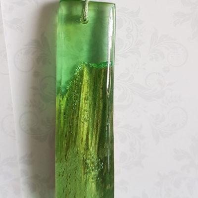 Купить Кулон из зеленой ювелирной смолы с с деревом, длинный прямоугольник