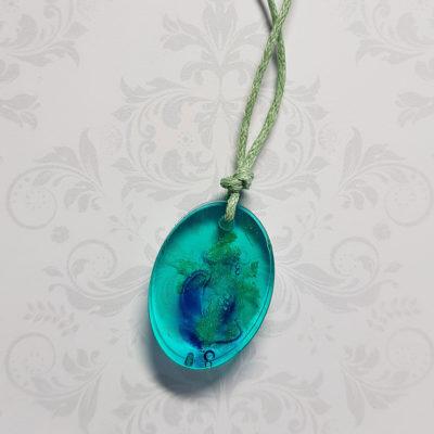 Купить Кулон из голубой ювелирной смолы с дымом, мелкий овал