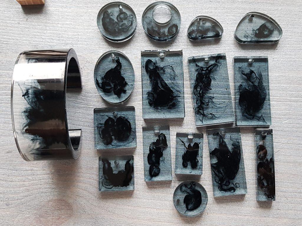 Коллекция завораживающих полупрозрачных украшений из ювелирной смолы с добавлением ценных пород дерева, чернил, цвета и других дизайнерских элементов