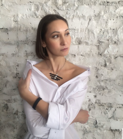 Имиджмейкер-стилист Елена Образцова в украшениях компании Davleta